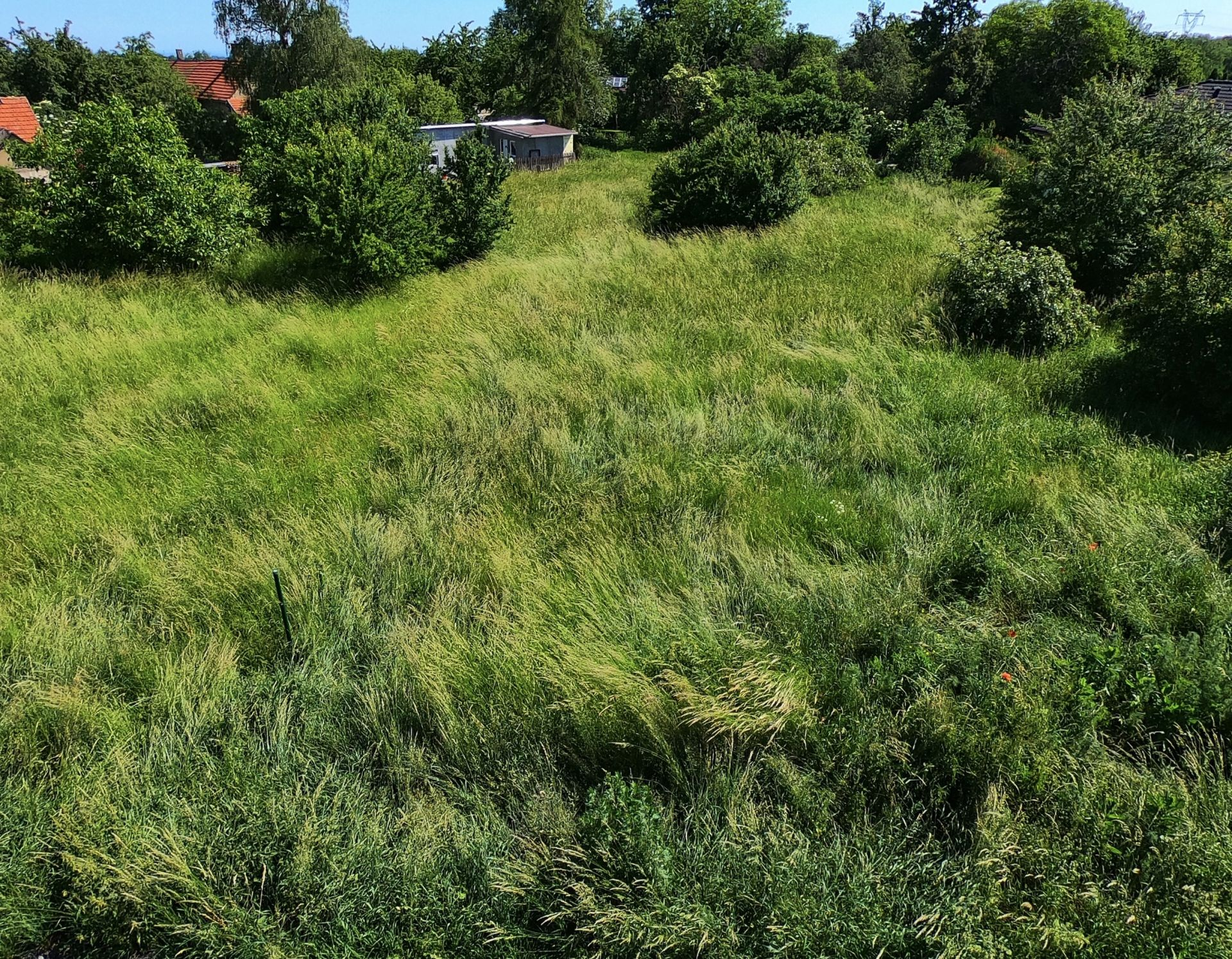 Prodej krásného pozemku 1099m2, Zlatá - Praha Východ