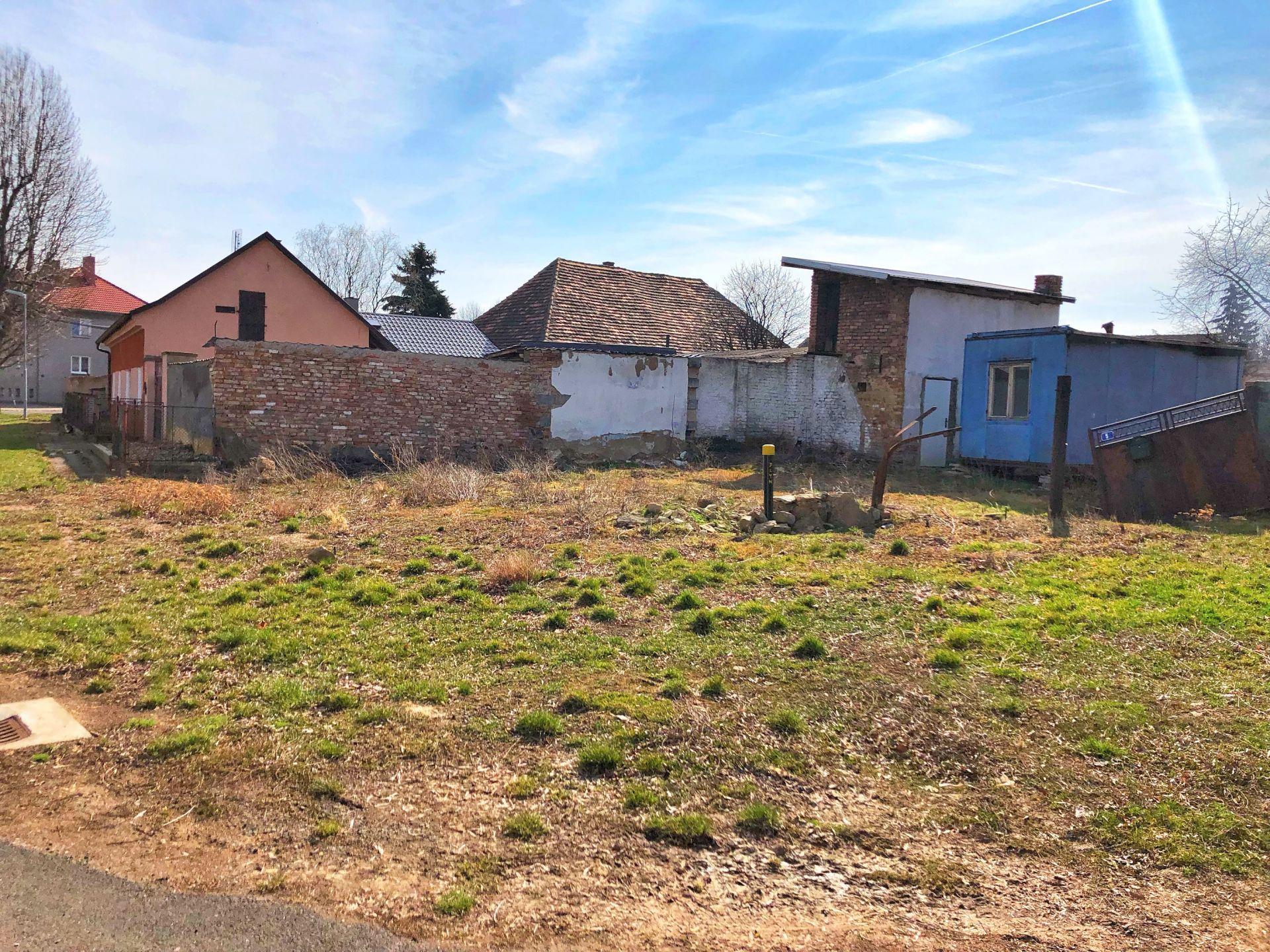Stavební pozemek 205m2 s povolením na RD Radešín